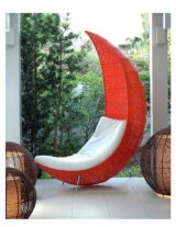 fotel w kształcie księżyca