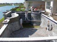 Basen z betonu zbrojonego